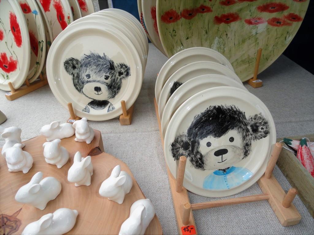 Kunstvoll bemalte Keramikteller von Maria Weipert